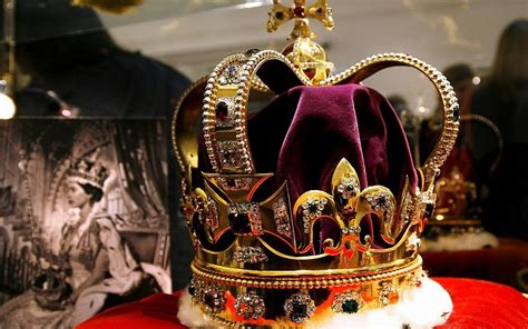 British crown jewels buried in biscuit tin to hide them
