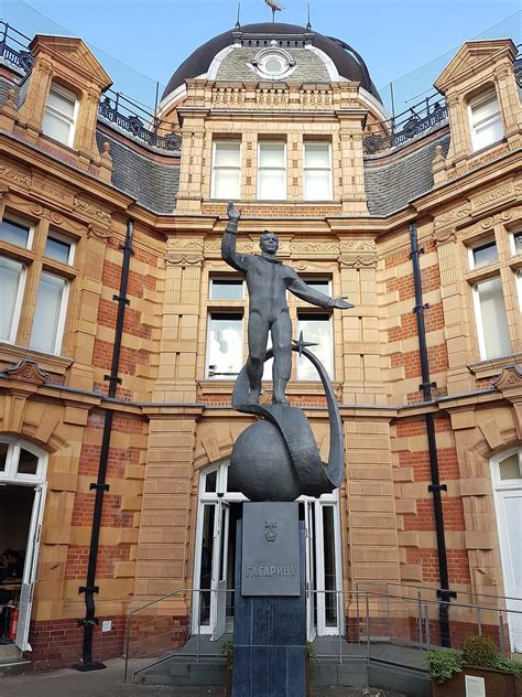Statue of Yuri Gagarin, Greenwich - Wikipedia